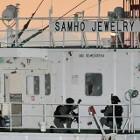 Zuid-Koreaanse mariniers bevrijden een door piraten gekaapt schip in de Perzische Golf.