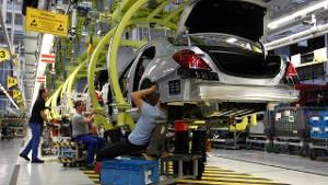 Productie van een Mercedes-Benz in Sindelfingen, vlakbij Stuttgart.