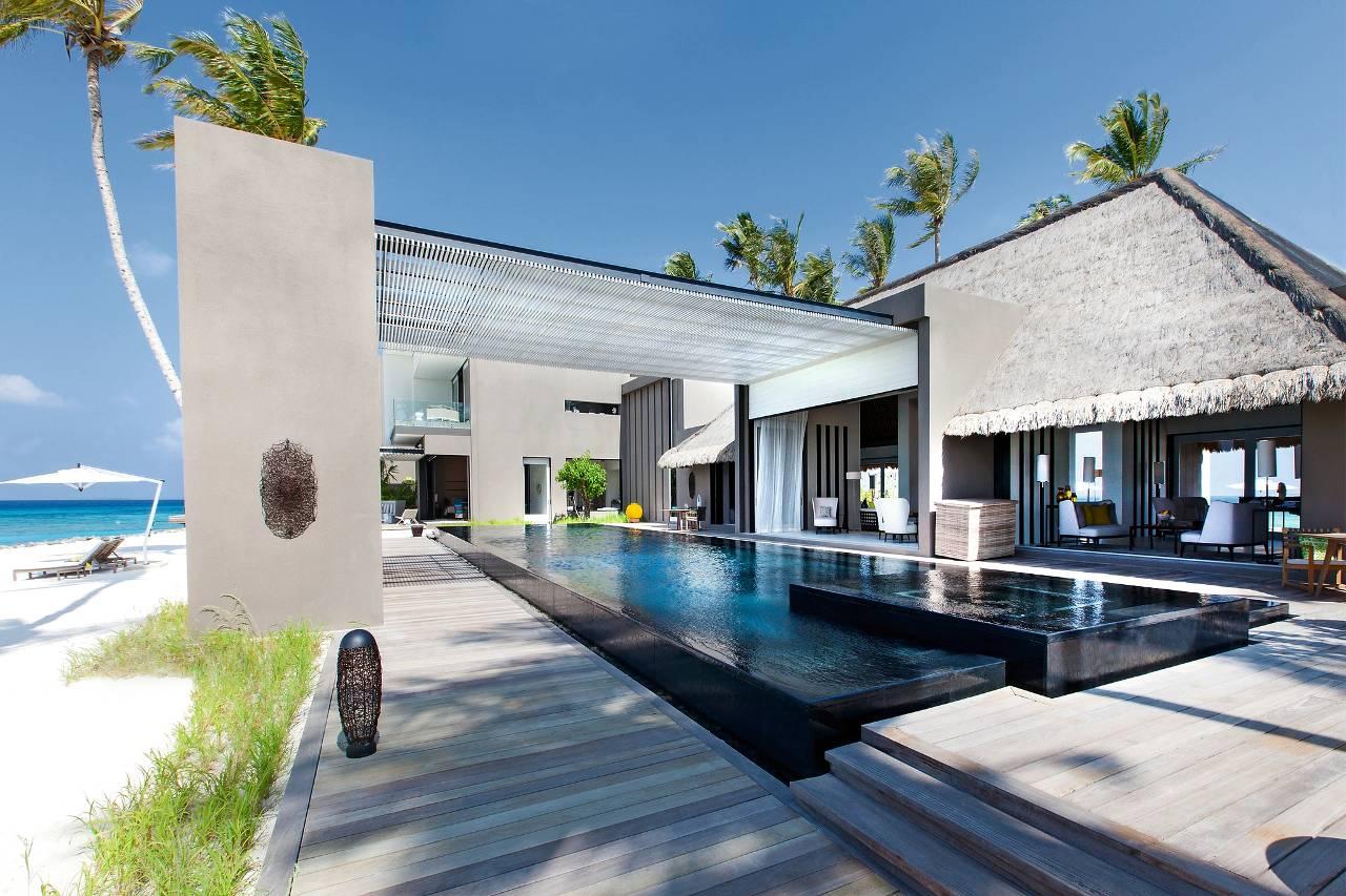 Nieuw S Luxe Villa Op De Malediven En Kerkelijke Kleding