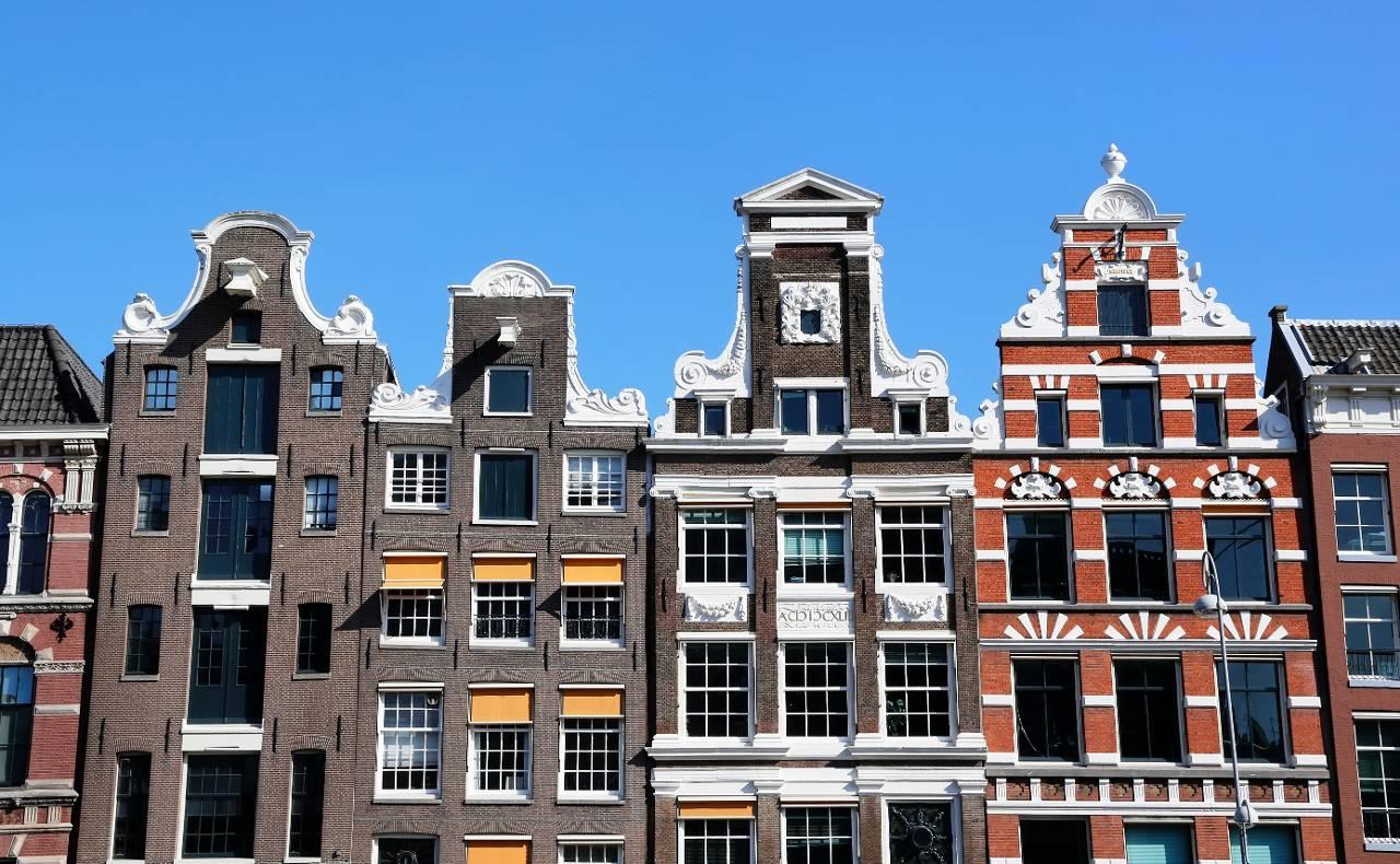 Huizenmarkt in grote steden kookt droog het financieele dagblad - Gevels van hedendaagse huizen ...