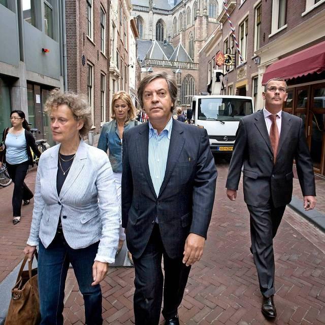 Jan-Dirk Paarlberg met naast hem zijn raadsvrouw Bénédicte Ficq in 2010 op weg naar de rechtbank in Haarlem.