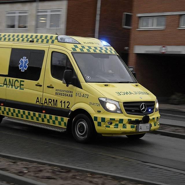 39 deense ambulancevervoerder dwarsboomde rotterdams for Bios rotterdam