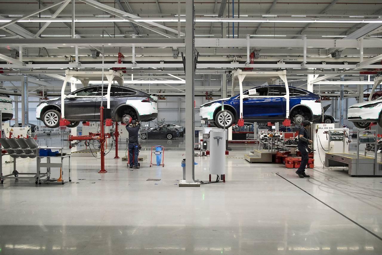 In Tilburg, dat ook interesse heeft in een batterijfabriek van Tesla, produceert het Amerikaanse bedrijf al elektrische auto's. (Foto: Jasper Juinen/Bloomberg)