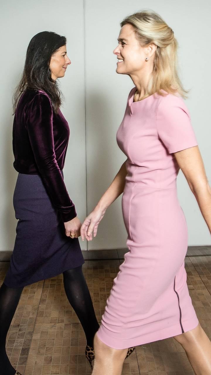Janine Vos (links) en Barbara Baarsma. (Foto: Peter Boer voor het FD)