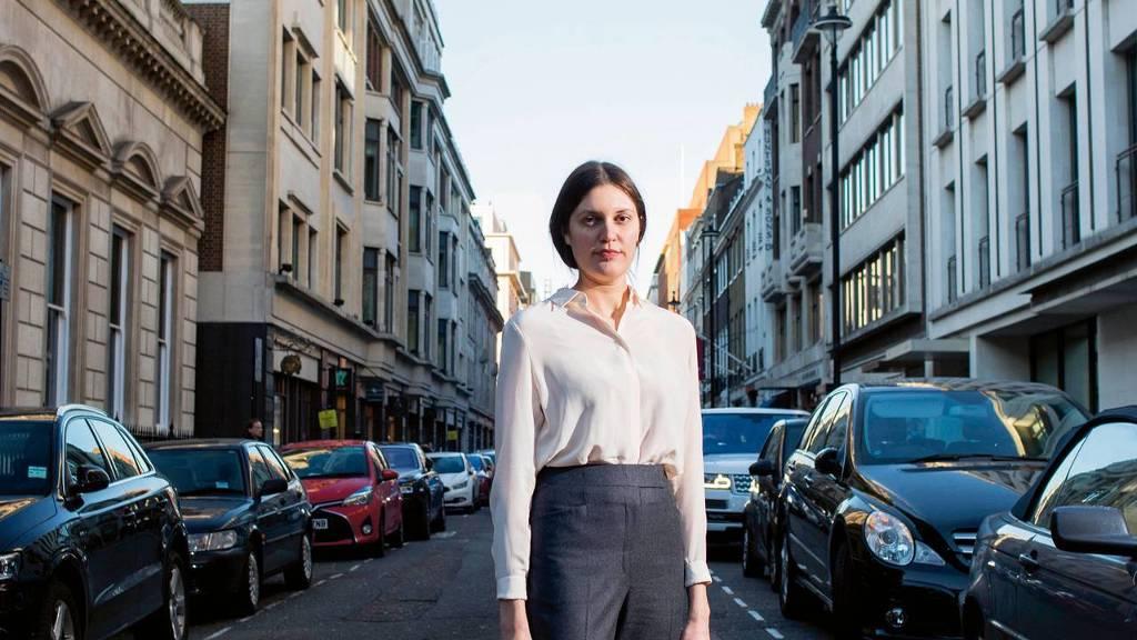 Jolien Vermeulen op Savile Row, waar ze werkt bij de bekende kleermaker Gieves & Hawkes.
