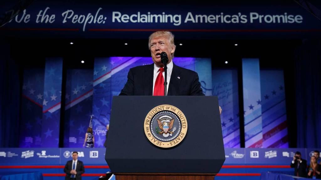 President Donald Trump bij de Conservative Political Action Conference (Foto: AP/Hollandse Hoogte)