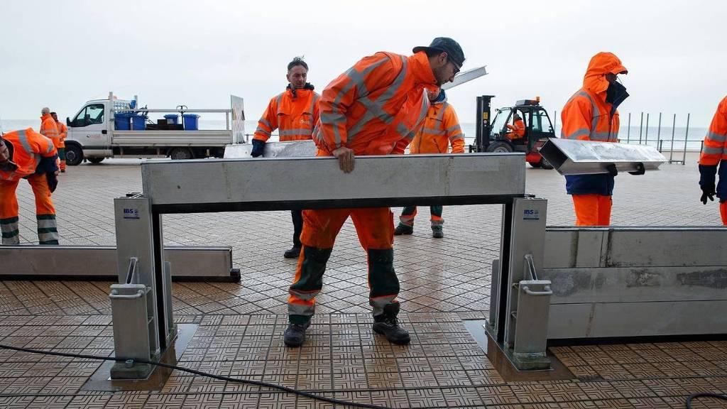 De dijk in het Vlaamse Oostende wordt verzwaard. (foto: HH)